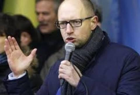 Γιατσενιούκ: Σε «στρατιωτική φάση» μπήκε η αντιπαράθεση στην Κριμαία