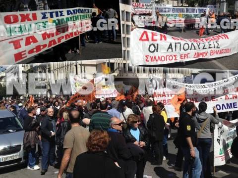 ΦΩΤΟΡΕΠΟΡΤΑΖ: Σε εξέλιξη το συλλαλητήριο της ΑΔΕΔΥ – Κλειστή η Σταδίου