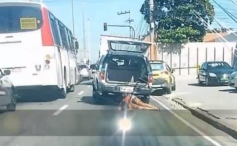 Αστυνομικοί έσερναν με το περιπολικό το άψυχο κορμί γυναίκας (Video)