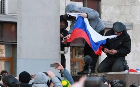 Δεκάδες κάτοικοι της Κριμαίας έκαναν αίτηση για ρωσικό διαβατήριο