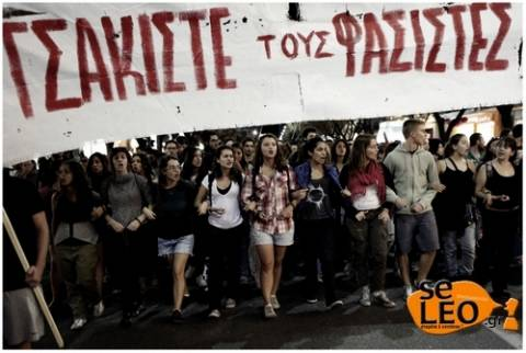 Σε εξέλιξη η αντιφασιστική πορεία και στη Θεσσαλονίκη