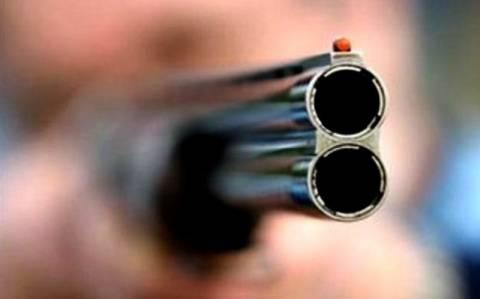 Μαχαίρωσε τσιγγάνα και πυροβόλησε τον άντρα της