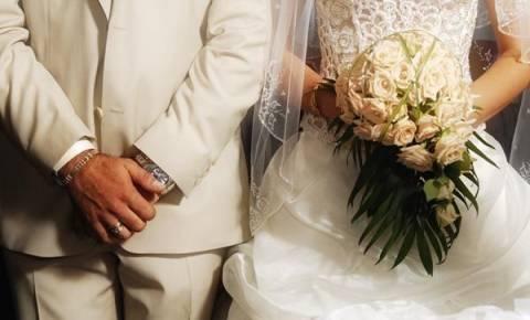 Υπεγράφη η σύμβαση: Διατηρούνται οι τριετίες και το επίδομα γάμου