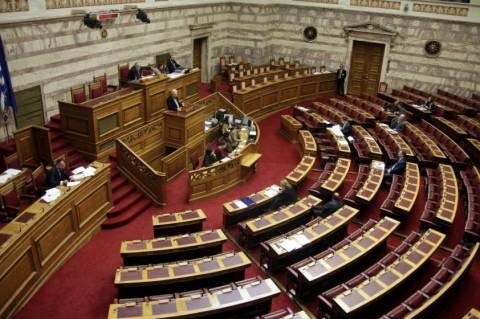Κόντρες στη Βουλή για γάλα και Πολυνομοσχέδιο