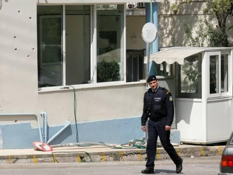 Αγρίνιο: Έβγαλε μαχαίρι και απειλούσε να αυτοκτονήσει έξω από το τμήμα