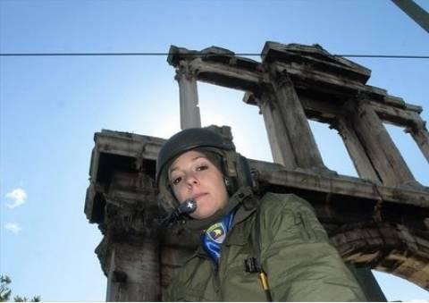Αυτή είναι η υπαξιωματικός των πεζοναύτων που παρήλασε με το ΤΟΜP M113