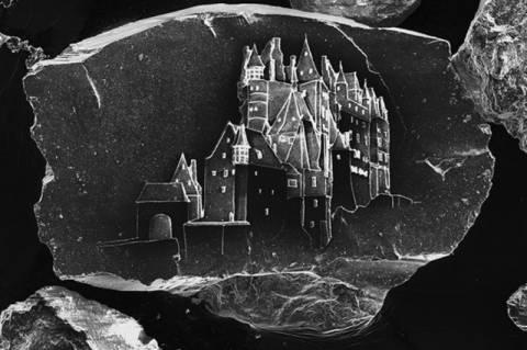 Απίστευτο! Κάστρα πάνω σε κόκκους άμμου  (video+photos)