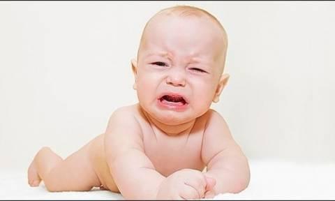Πώς ηρεμούμε ένα μωρό όταν κλαίει;