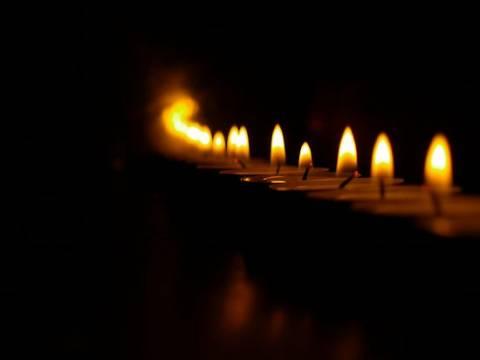 Θρήνος και οργή για το αγγελούδι: Με έρανο κηδεύτηκε ο μικρός Θανάσης!