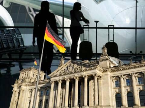 Η Γερμανία επιδοτεί προγράμματα για να παίρνει Έλληνες στο εξωτερικό