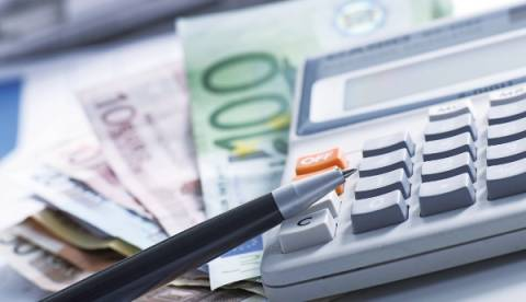 Ποιοι επαγγελματίες εξαιρούνται και θα πληρώνουν παρακράτηση φόρου