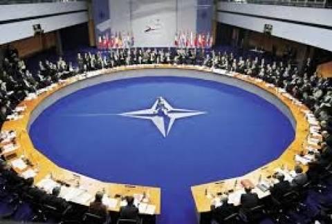 ΝΑΤΟ: Σταματά κάθε πολιτική και στρατιωτική συνεργασία με τη Ρωσία