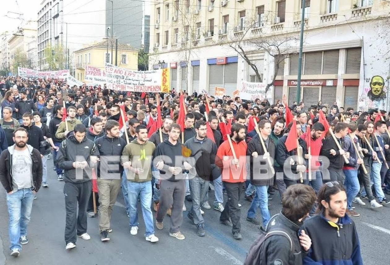 Σε εξέλιξη συγκεντρώσεις διαμαρτυρίας στο κέντρο της Αθήνας (pics+vid)