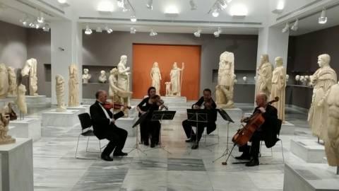 Κρήτη: Καλωσόρισαν την τουριστική σεζόν με... μουσική