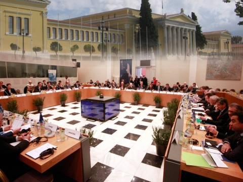 Eurogroup: Εύσημα αλλά και συστάσεις