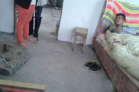 Κίνα: Έδεσε τον γιο του στο κρεβάτι επειδή… (photos)
