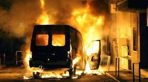 Νέος Κόσμος: Μπαράζ εμπρησμών σε αυτοκίνητα τα ξημερώματα