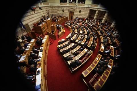 Χαμός στη Βουλή: Επεισόδιο με βουλευτές της Χρυσής Αυγής