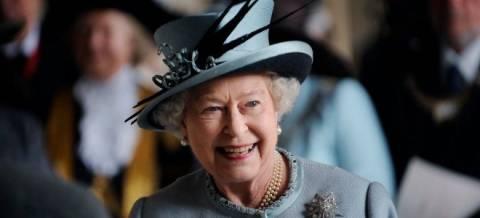 Αυγά, ουίσκι και μπίρα δώρισε η βασίλισσα Ελισάβετ στον πάπα Φραγκίσκο
