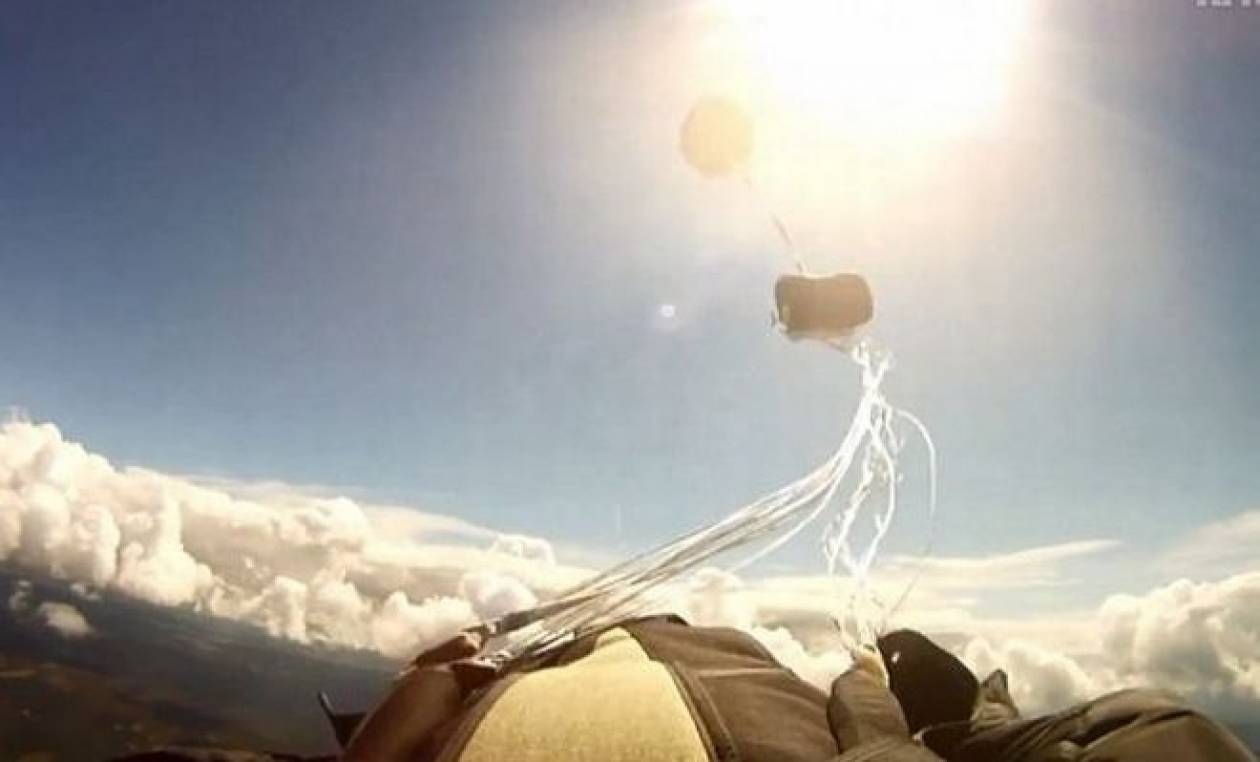 Σπάνιο βίντεο: Μετεωρίτης πέρασε ξυστά δίπλα από αλεξιπτωτιστή!