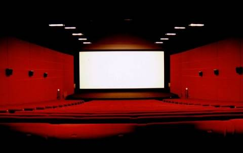 Πρόστιμα σε κινηματογράφους που πρόβαλαν τον «Λύκο της Wall Street»
