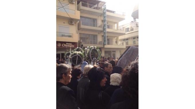 «Θρηνεί» η Κρήτη: Στην τελευταία του κατοικία ο Μανώλης (photos)