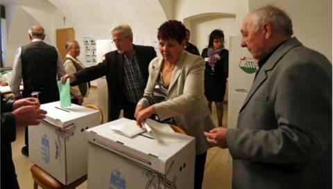 Ουγγαρία: Τα έξιτ πολ προβλέπουν σαρωτική νίκη του δεξιού Fidesz