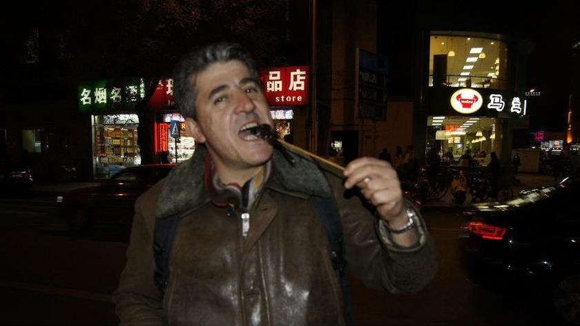 Αυτός είναι ο Πατρινός που τρώει… σκορπιούς–Τρελαίνει τα social media
