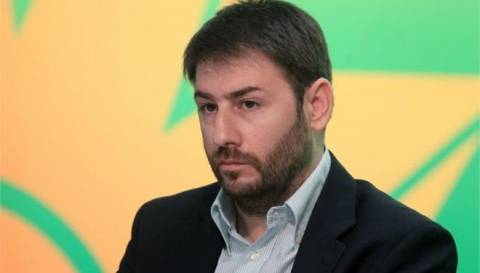 Ανδρουλάκης: Εκτός κυβέρνησης όσοι «χαριεντίζονται» με την Χ.Α.