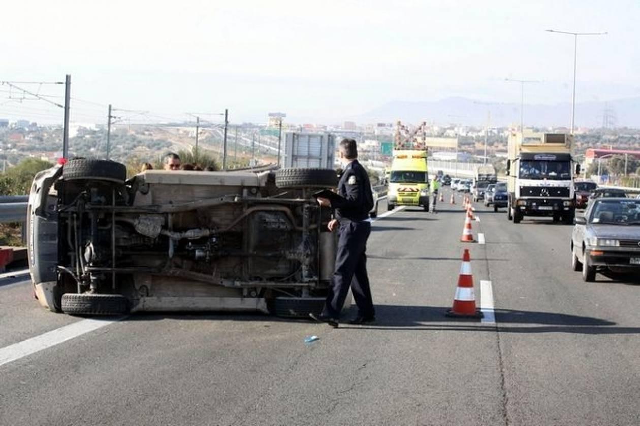 Ανατροπή φορτηγού στο δρόμο Θεσσαλονίκης-Μουδανιών