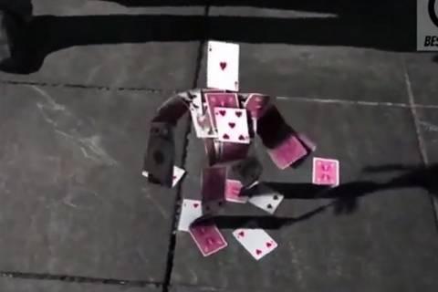 Ανθρωπάκι από τραπουλόχαρτα ζωντανεύει! (video)