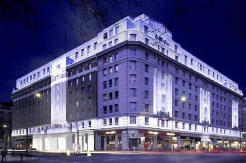 Επιτέθηκαν με σφυρί σε τρεις γυναίκες σε ξενοδοχείο του Λονδίνου