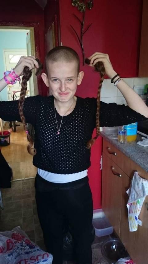 Ξύρισε το κεφάλι της για φιλανθρωπία και το σχολείο ζητάει περούκα!