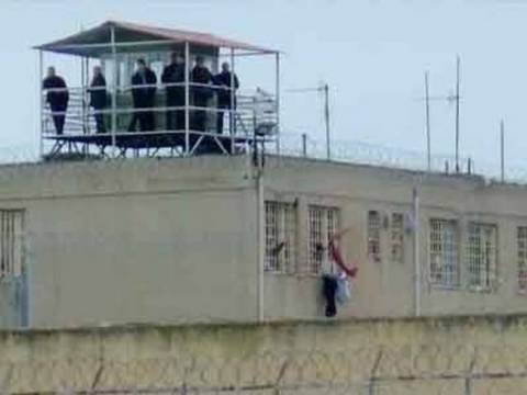 «Αυτοψία» στις φυλακές