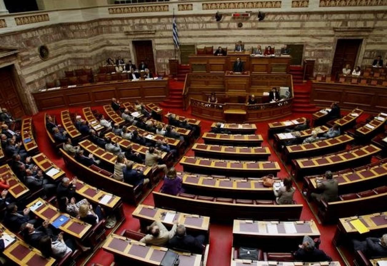 Κόντρες στη Βουλή για την έξοδο στις αγορές