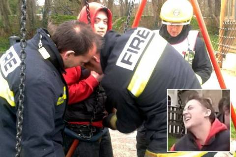 Έφηβος Βρετανός κόλλησε ενώ… (video+photos)
