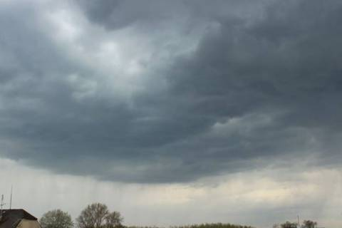 Σύννεφο σκέπασε ολόκληρη πόλη (vid)
