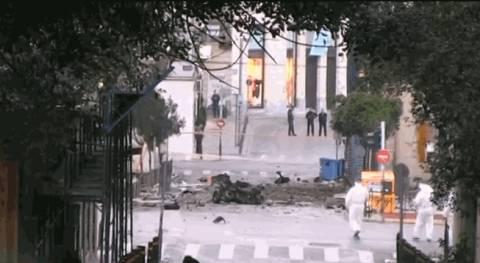 Ισχυρή έκρηξη παγιδευμένου οχήματος σε κτήριο της Τράπεζας της Ελλάδος