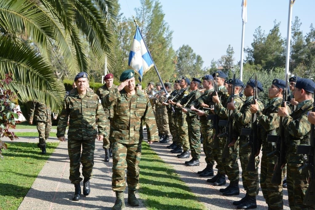 Στεφάνι στο μνημείο πεσόντων της τουρκικής εισβολής