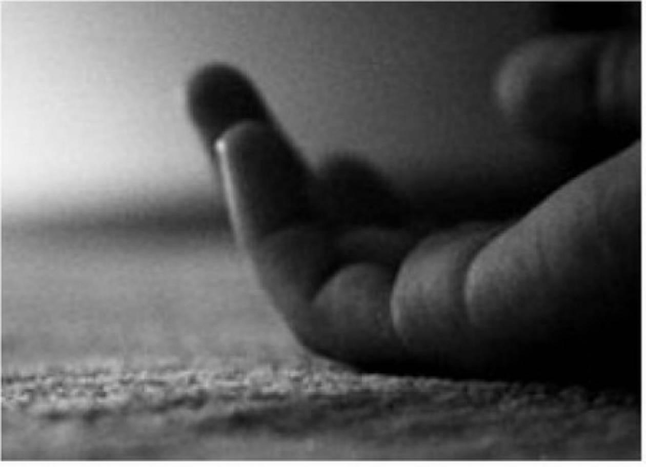 Τραγωδία: Βρήκε τον άντρα της νεκρό στην τουαλέτα