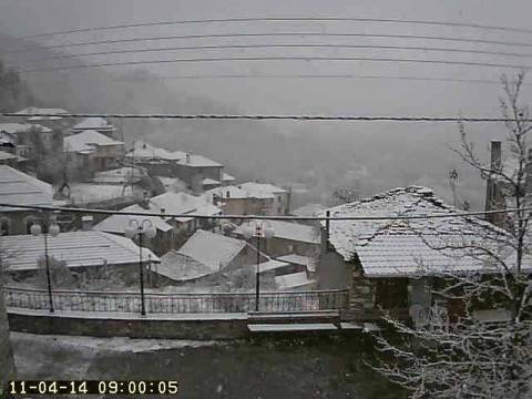 ΤΩΡΑ: Χιονίζει στην Ήπειρο