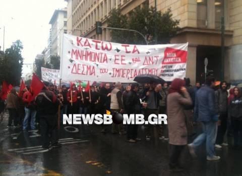 ΦΩΤΟΡΕΠΟΡΤΑΖ: Συγκέντρωση διαμαρτυρίας για τη Μέρκελ