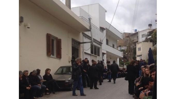 Θρηνεί όλη η Κρήτη: Λένε το τελευταίο αντίο στην Φανή (photos)