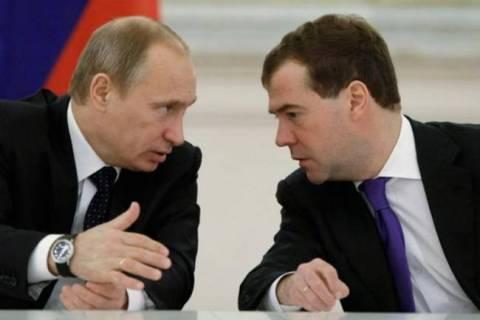 Τριπλασιάστηκαν οι μισθοί Πούτιν και Μεντβέντεφ