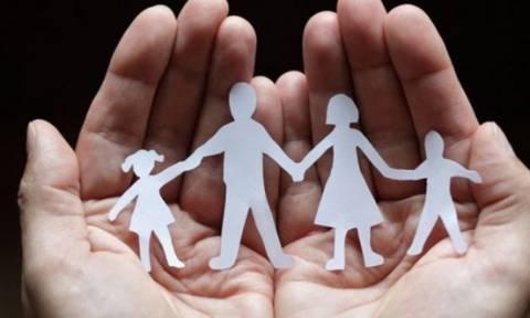 Καταβάλλεται η προκαταβολή των οικογενειακών επιδομάτων
