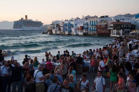 «Η Ελλάδα κερδίζει και πάλι τους τουρίστες»