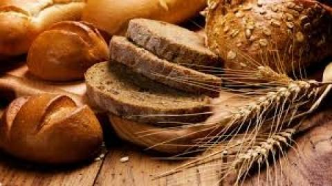 Τραγικό: Αγοράζουν μπαγιάτικο ψωμί γιατί είναι πιο φθηνό!
