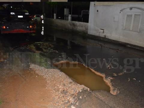 Χανιά: Έσπασε αγωγός του νερού και υποχώρησε το οδόστρωμα (pics)