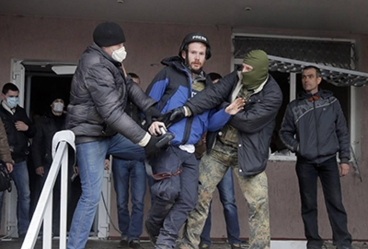 Ουκρανία: Αντίξοες συνθήκες για τους δημοσιογράφους