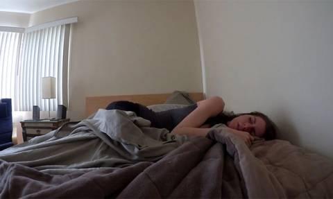 Άνδρες vs Γυναίκες: Πώς ξυπνάει το κάθε φύλο; (Video)